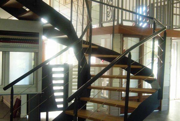 Grenaillage et thermolaquage d'un escalier d'intérieur